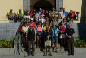 Le groupe au départ de l'église Saint-Jacques de Sallanches